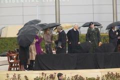 Chelsea克林顿与乔治・布什握手 库存图片