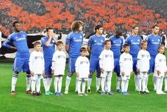 Chelsea橄榄球队和与在体育场的孩子 免版税库存照片