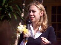 chelsea Клинтон цветет беседы руки напольные Стоковое Фото