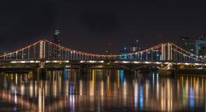Chelsea Brücke nachts lizenzfreie stockbilder