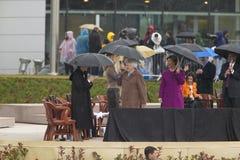 Chelsea Clinton väntar på etapp med första Lady Laura Bush för U S Tidigare presidentsfru Laura Bush och tidigare presidentsfruar Arkivfoton