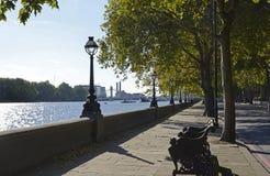 Chelsea Embankment in London, England lizenzfreie stockbilder