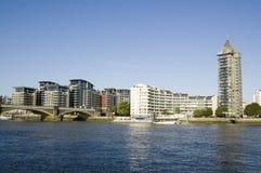 Chelsea och flod Thames, London Arkivfoto