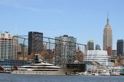 Chelsea Piers Empire State Building en yacht Tom Wurl Royaltyfria Bilder