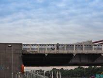 Chelsey Bridge sobre o rio Tamisa em Londres imagem de stock