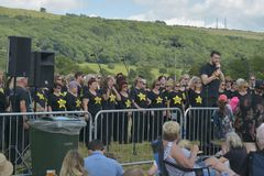 Cheltenham, Royaume-Uni - 22 juin 2019 - choeur chantant, exécutant au festival annuel de ballon d'air chaud à Cheltenham, U k photographie stock