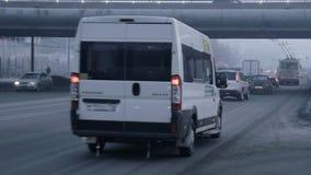 Chelyabinsk, Ρωσία, κυκλοφορία αυτοκινήτων απόθεμα βίντεο