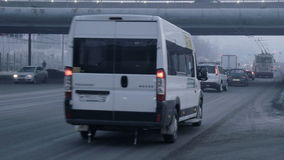 Chelyabinsk, Rússia, tráfego de carro video estoque