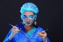 Chemia azjata lekarki kobieta z modą Uzupełniał galanteryjnego lab test Obrazy Royalty Free