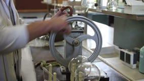 chemical laboratoriumforskareworking lager videofilmer