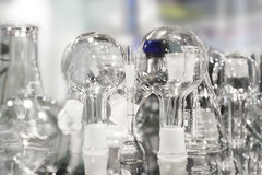chemical tonat glasföremålbildlaboratorium abstrakt bakgrund Arkivbild