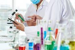 Chemicy Niesie out eksperyment obraz royalty free