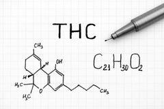Chemiczna formuła THC z czarnym piórem fotografia royalty free