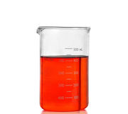 Chemiczna laborancka kolba z czerwonym cieczem zdjęcia royalty free