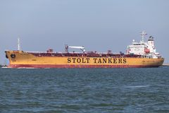 Chemiczny tankowiec STOLT STRENGH wyjeżdżające Rotterdam zdjęcie stock