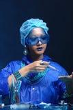 Chemie Aziatische Arts Woman met Blauwe Tone Fashion Make omhoog fanc Royalty-vrije Stock Fotografie