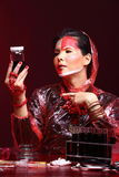 Chemie Aziatische Arts Woman met de Rode omhoog luim van Tone Fashion Make Stock Afbeelding