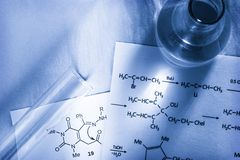 Chemie beim Tonen lizenzfreies stockbild