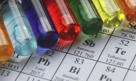 Chemie. Reageerbuisreeks royalty-vrije stock afbeelding