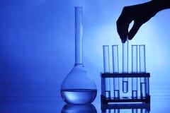 Chemieexperiment stockfotos