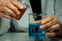 Chemieexperiment royalty-vrije stock afbeelding