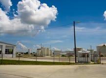 Chemiefabrik mit Sicherheits-Stand Lizenzfreie Stockfotografie