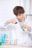 Chemiestudent royalty-vrije stock afbeelding