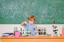 Chemii laboratorium Praktyczny wiedzy poj?cie Nauki stypendium i dotacje Wunderkind i wczesny rozw?j m?drze fotografia royalty free