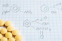 Chemii nauki formuły na bielu prześcieradle Obrazy Royalty Free