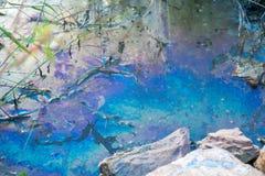 Chemikalie im Fluss stockfoto