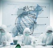 Chemiker, die mit der futuristischen Schnittstelle zeigt Herz und DNA arbeiten Stockfoto