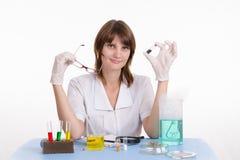 Chemiker erhielt eine neue Droge Lizenzfreies Stockbild