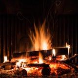 Cheminée avec l'incendie photos stock