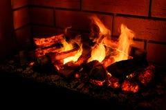 Cheminée brûlante comme meuble photos libres de droits