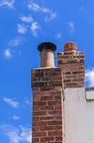 Cheminée, ciel bleu d'espace libre, environnement propre Photographie stock libre de droits