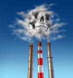 Cheminée d'évacuation des fumées de poison Photographie stock libre de droits