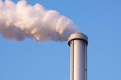cheminée d'évacuation des fumées de pollution Photos libres de droits