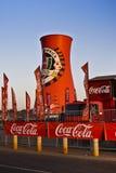 Cheminée d'évacuation des fumées marquée par coca-cola Photographie stock