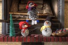 Cheminée d'arbre de bonhomme de neige de métiers de décorations de Noël Image stock