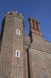 Cheminée et tourelle sur la construction de palais de Hampton Court Photographie stock