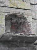 Cheminée intérieure abandonnée de château en pierre dans la ville de Groton, le Massachusetts, le comté de Middlesex, Etats-Unis  photos libres de droits