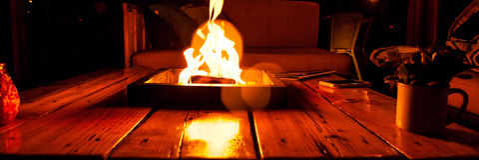 Cheminée pour le BBQ avec un feu de flambage photo photo libre de droits