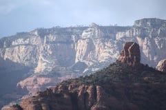 Cheminée rouge de roche photos stock