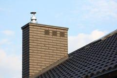 Cheminée sur le toit photo libre de droits
