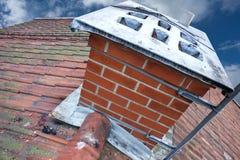 Cheminée sur le toit carrelé Image stock