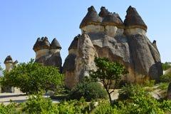 Cheminées féeriques dans Cappadocia photographie stock libre de droits