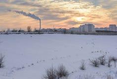 Cheminées polluant Images stock