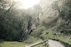 Chemin à travers les falaises Photo stock
