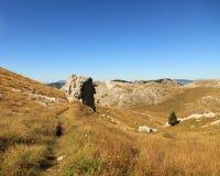 Chemin étroit dans des alpes de Dinaric (Croatie) Images libres de droits