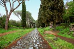 Chemin antique de pavé rond de manière du ` s Appian de Rome images stock